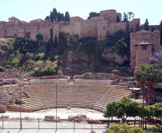 Alcazaba y Teatro - Fuente: http://lashuellasdelmilenio.ideal.es/userfiles/images/huellas/3-alcazaba-malaga/alcazaba-malaga.jpg.